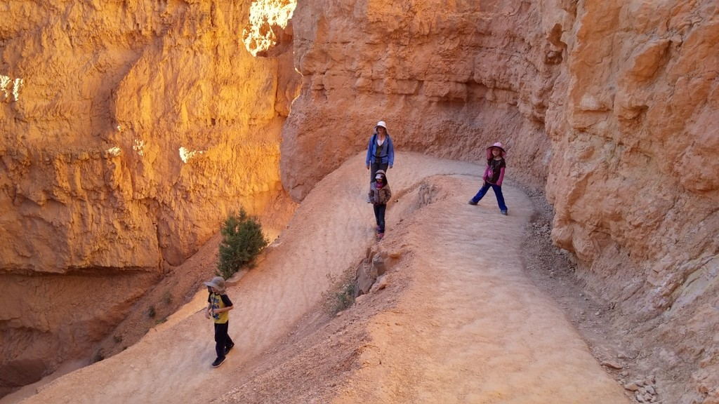 Hiking into Bryce Canyon at Sunset Point